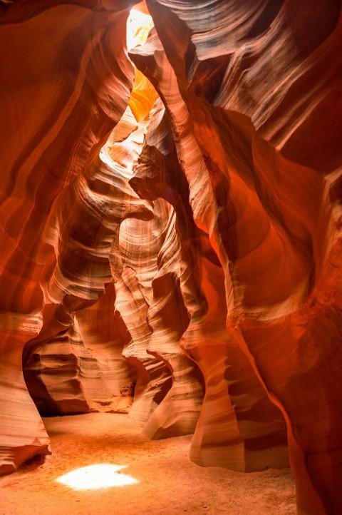 美国羚羊峡谷:风化岩石